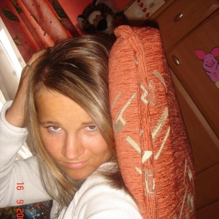 nimfomana Pisicutza8606 din Sibiu de 25 ani